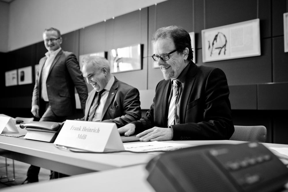 Frank Heinrich fotografiert von Fotograf im Bundestag