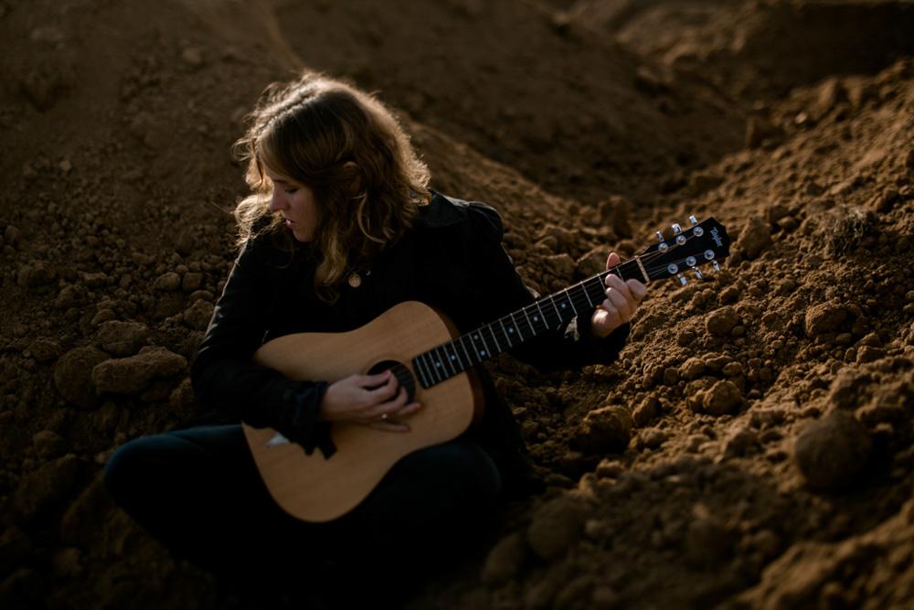 Künstlerfoto von Songwriterin Sarah Brendel in Dresden