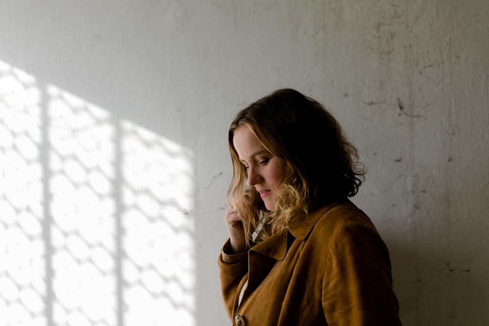 Künstlerportrait von Songwriterin Sarah Brendel in Dresden