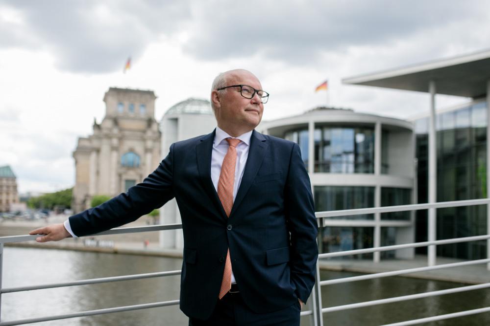 Verhandlungsexperte Friedhelm Wachs in Berlin