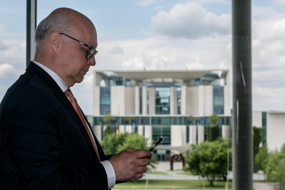 Verhandlungsexperte Friedhelm Wachs im Bundestag fotografiert von Fotograf in Berlin