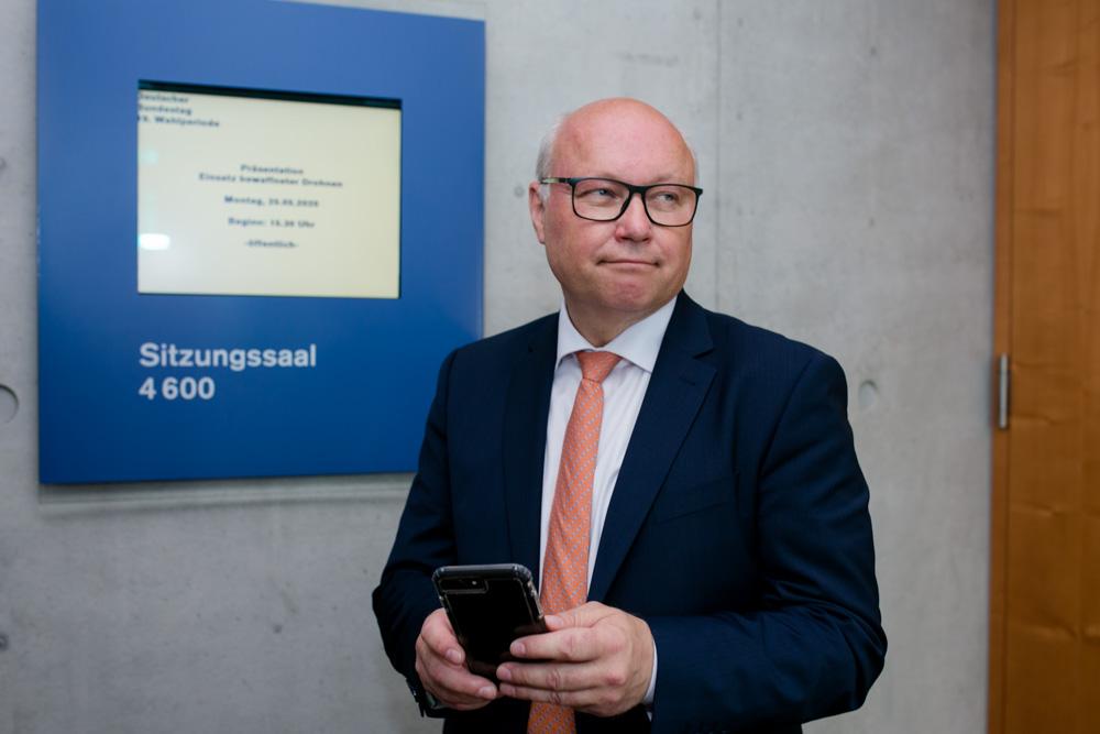 Verhandlungsexperte Friedhelm Wachs im Bundestag fotografiert von Fotograf in Berlin Timm Ziegenthaler
