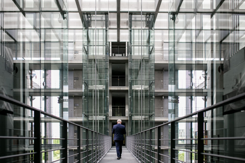 Friedhelm Wachs im Bundestag fotografiert von Businessfotograf Timm Ziegenthaler in Berlin