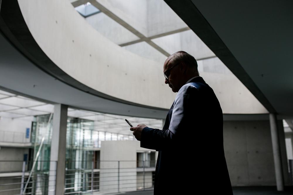 Verhandlungsexperte Friedhelm Wachs im Paul-Löbe-Haus fotografiert von Fotograf in Berlin