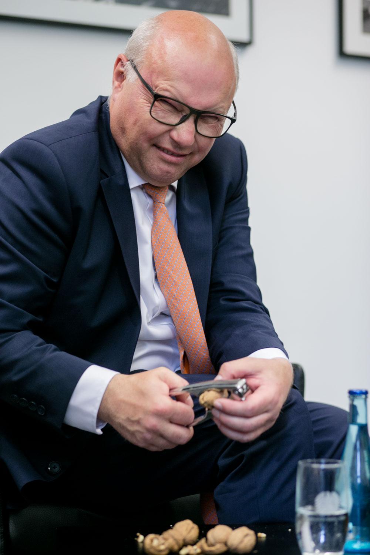 Verhandlungsexperte Friedhelm Wachs fotografiert von Businessfotograf in Berlin